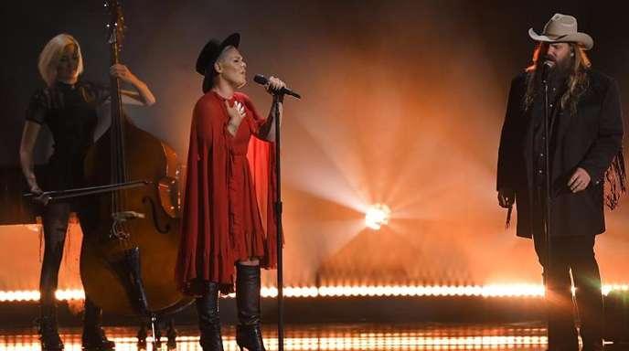 Im Duett:Pink und Chris Stapleton performen den Song «Love Me Anyway».