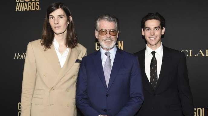 Dylan Brosnan (l) und Paris Brosnan (r), Söhne des Schauspielers Pierce Brosnan (M, werden Golden-Globe-Botschafter.