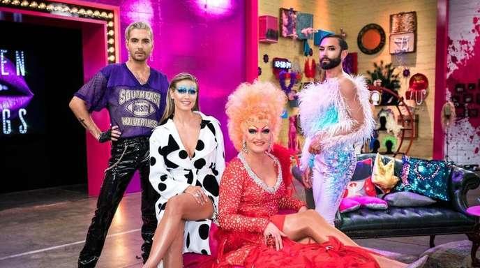 Drag Queen Olivia Jones (vorne) unterstützt Bill Kaulitz (hintere Reihe, l-r), Heidi Klum und Conchita Wurst in der Jury von «Queen of Drags».