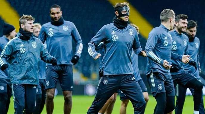 Das DFB-Team beim Abschlusstraining in Frankfurt/Main.