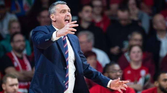 Bayerns Basketballer und Trainer Dejan Radonjic bleiben bei einer perfekten Bundesliga-Saisonbilanz.