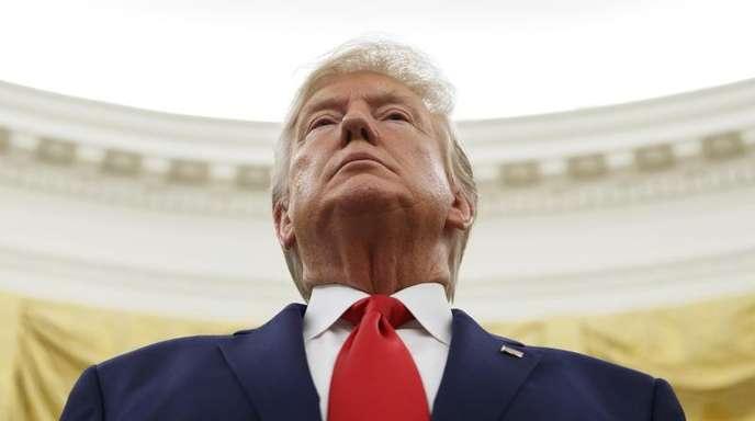 Ausgelöst wurden die Impeachment-Ermittlungen durch die Ukraine-Affäre. Trump hatte in einem Telefonat mit dem ukrainischen Präsidenten Wolodymyr Selenskyj im Juli Ermittlungen gegen seinen politischen Rivalen Joe Biden angeregt.