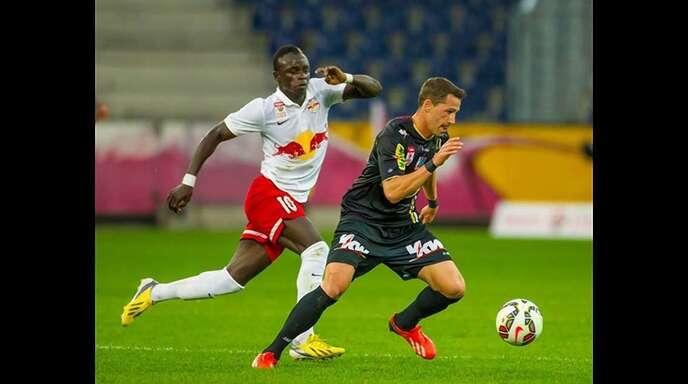Felix Roth (am Ball) kehrt nach sechs Jahren in Österreich zu seinem ehemaligen Klub SC Freiburg zurück.