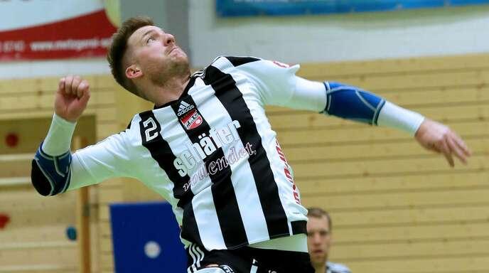Schlagmann Stefan Konprecht peilt mit den Offenburger Faustballern am Wochenende mindestens zwei von vier möglichen Punkten an.