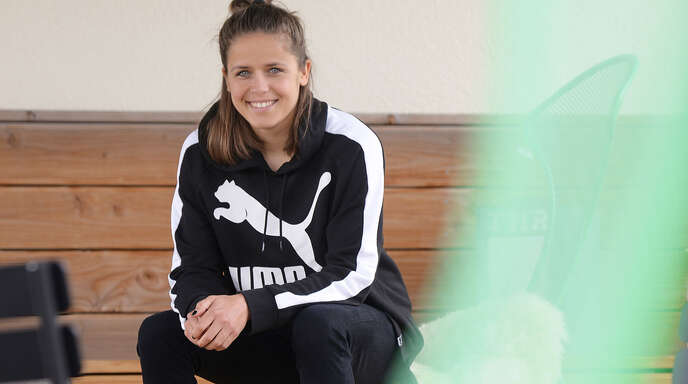 Laura Feiersinger wird von Medien in Österreich als »Popstar der Kickerszene« gefeiert.