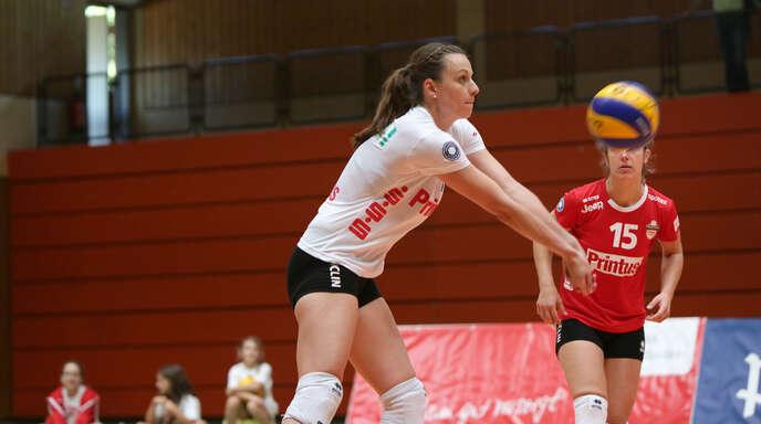 Die Routiniers im Team, Lisa Solleder und Hanna Frei (hinten), sicherten sich mit dem VC Printus Offenburg den Titel des Regionalpokal-Siegers souverän.