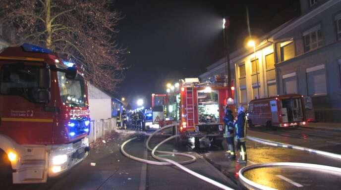 Nach einem Brand im Dachstuhl eines Wohnhauses in der Lahrer Tramplerstraße mussten mehrere Menschen in der Nacht zu Heiligabend anderweitig untergebracht werden.