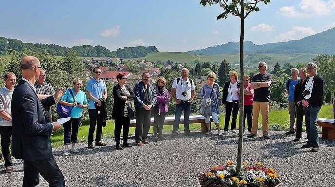 Die Partnerschaft zwischen Rammersweier und Vieux-Thann besteht bereits seit zwölf Jahren. Nun gibt es im Rebort auch einen »Vieux-Thann-Platz«, wie Ortsvorsteher Trudpert Hurst (links) verkündete.