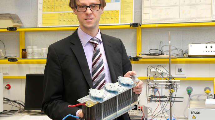 Mit Test und Simulationen am Rechner optimiert Wolfgang Bessler Batterien.