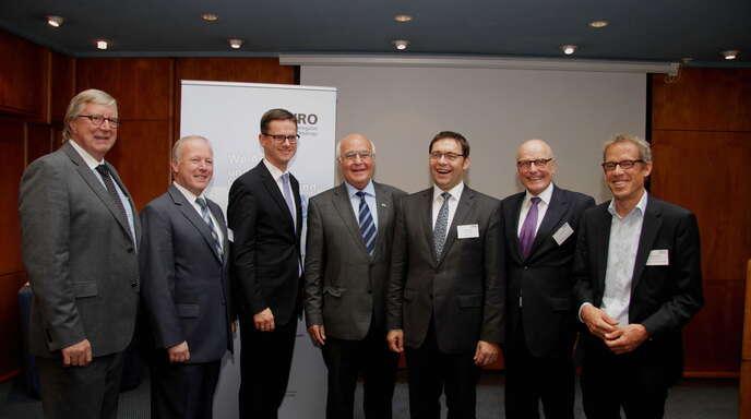 Die WRO ist im Raum Achern bei Veranstaltungen präsent wie hier beim Wirtschaftsclub, links WRO-Geschäftsführer Manfred Hammes, Dritter von rechts OB Klaus Muttach.