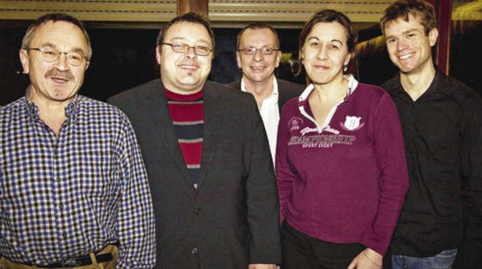 Foto: Daniela Busam - Die vier Spitzenkandidaten der Acherner SPD Günther Hamsch, Markus Singrün, Melanie Klem und Tobias Schnurr wählte die Versammlung einmütig. Wahlleiter und stellvertretender Vorsitzender des SPD-Kreisverbands Uwe Hengherr, (dahinter) hatte wenig Arbeit.