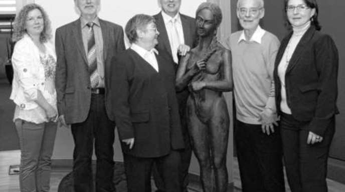 Foto: Gabriel - Die Ausstellung »90 Jahre Walter Gerteis« eröffneten (von links) Susan und Wolfgang Schultze, Irmgard Gerteis, Clemens Fritz, Rainer Gerteis und Manuela Gerteis-Hasenburg.
