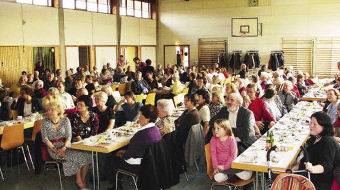Foto: Olga Salnikov - 150 Ehrenamtliche durften sich in der Sundheimer Niedereichhalle verwöhnen lassen.