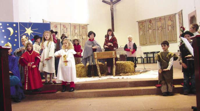 Foto: Prisca Ullrich - Protagonisten des Adventsgottesdienstes am Sonntag waren die Kleinsten der beiden Kinderchöre. Räuberisches hatten sie für den Auftritt in der Friedenskirche einstudiert.