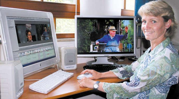 Foto: Maria Benz - Wenn Filmerin Gaby Scheewe-Pfeil gerade nicht mit der Kamera unterwegs ist, bearbeitet sie ihre Aufnahmen am Computer.