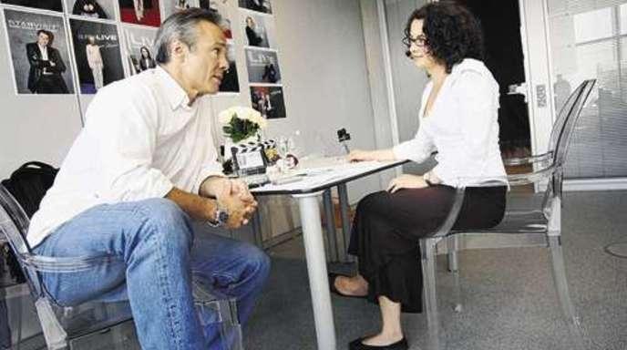 Treffpunkt Burda-Medien-Park: Schauspieler Hannes Jaenicke im Interview mit Iunia Mihu von der Mittelbadischen Presse.