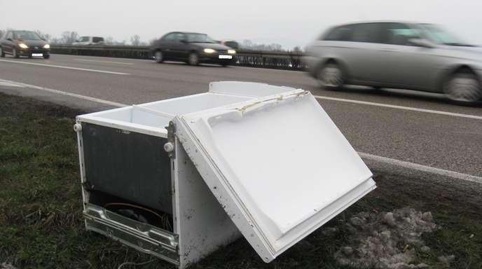 Kühlschrank Transport Auto : Lahr kühlschrank auf der a verloren nachrichten der ortenau