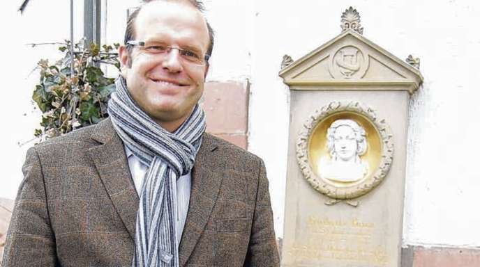 Anja Rolfes - Will das Interesse an Friederike Brion wecken, die auf dem Friedhof in Meißenheim ihre letzte Ruhe gefunden hat: Bürgermeister Alexander Schröder.