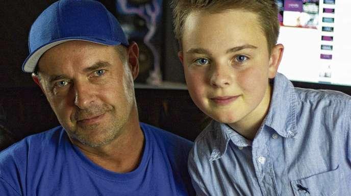 privat - Produzent Vichy Ratey hofft, dass Mike Singer bei »The Voice Kids« richtig weit kommt!