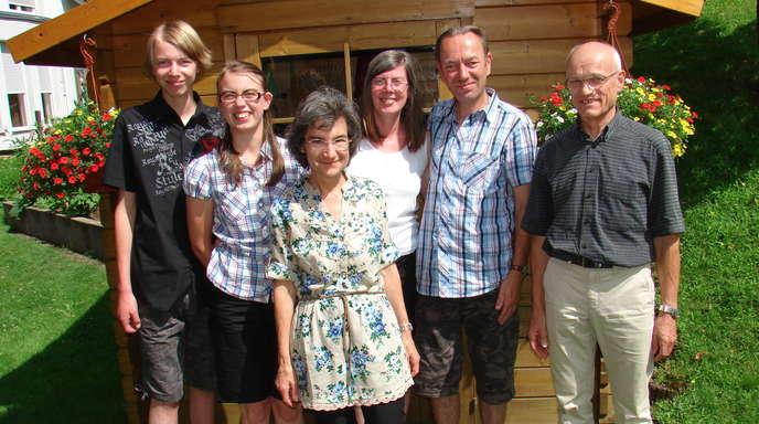 Andreas Buchta - Kommen regelmäßig im Urlaub nach Halbmeil (von links): Alexander und Rebecca Wilms, Gastgeberin Christa Huber, Renate und Harald Wilms, und Gastgeber Gerhard Huber.