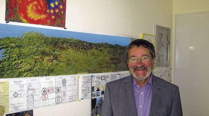 Regina Heilig - Reisekarten sind wichtig: Pfarrer Gerhard Bernauer ist ein leidenschaftlicher Pilger.