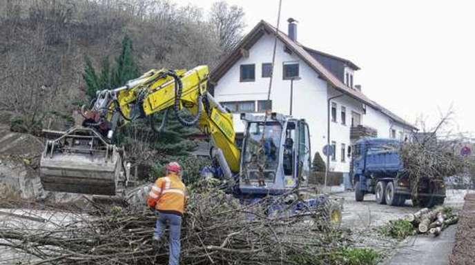 Michaela Gabriel - Die Arbeiten zur Hangsicherung Obere Bergstraße in Oberachern sollen im Wesentlichen Ende des Jahres abgeschlossen sein.