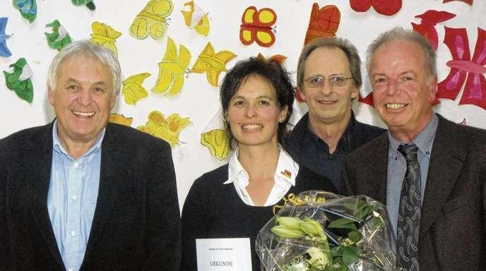 Wolfgang Schätzle - Das Leitungsteam ist mit Rektor Hans Lögler, der neuen zweiten Konrektorin Angelika Philipzen und Konrektor Rolf Armbruster wieder komplett. Schulamtsdirektor Wolfgang Zink war bei der Feierstunde ebenfalls dabei (von links).