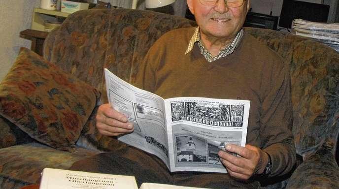Wolfgang Schätzle - Zwei Heimatchroniken hat Roland Zirm (80) verfasst. Noch heute schreibt er für die »Riesengebirgsheimat«, dem Heimatblatt für die Kreise Hohenelbe und Trautenau.