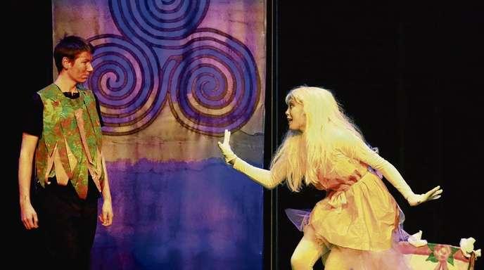 Bühnenbild, Kostüme und die Akteure beeindruckten in dem Sprech- und Musiktheaterstück »Roter Ritter Parzival.