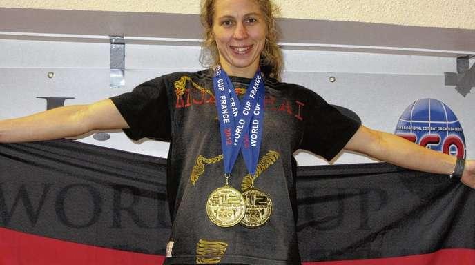 Erfolgsverwöhnt: Stolz präsentierte sich Elena Brazhnik bei der WM-Siegerehrung in Paris nach ihrem Titelgewinn.