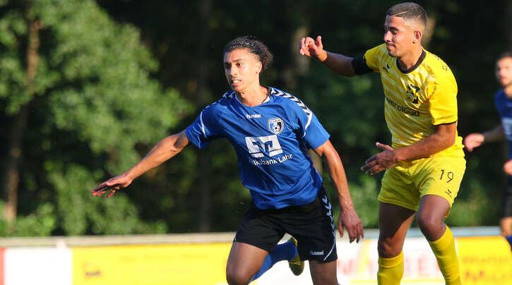 Der Lahrer Rachid Gueddin (l.) und Mohammed Ambri (r.) vom SV Oberachern sind mit ihren Teams nach dem Pokal-Halbfinale der Vorsaison am Samstag nun in der 1. Runde der neuen Spielzeit gefordert.