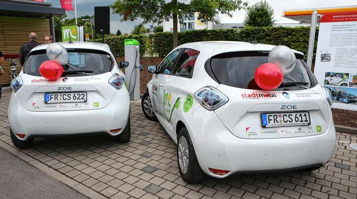 Im Sommer 2015 wurden am Messeplatz in Offenburg zwei neue E-Autos des Carsharing-Anbieters Stadtmobil Südbaden eingeweiht.