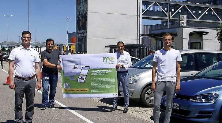 Daniel Halter, Geschäftsführer der IGZ, Nikolai Lisac, Standortleiter des Zalando-Logistikzentrums, Oberbürgermeister Markus Ibert und Martin Stehr vom Stadtplanungsamt (von links) stellten das Pendlerportal vor.