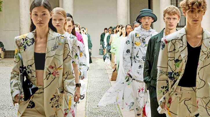 Der Metzinger Modekonzern richtet auch seine klassische Marke Boss stärker auf ein jüngeres Publikum aus und hübscht die Designlinien farbig auf.