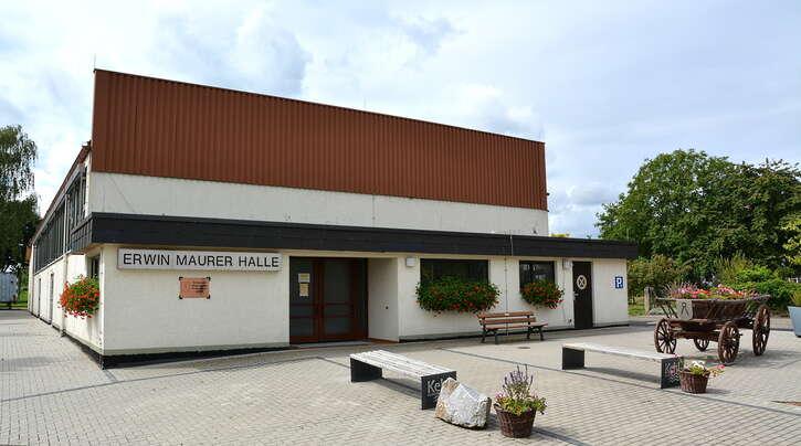 Die Erwin-Maurer-Halle sollte dringen eine behindertengerechte Toilette erhalten.