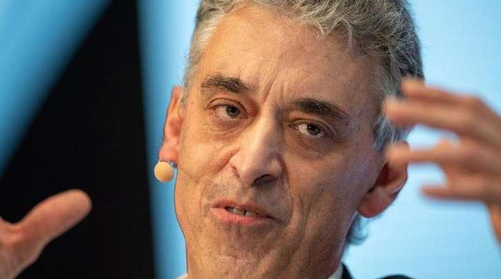 Frank Appel, Vorstandsvorsitzender der Deutschen Post, prognostiziert Verschiebungen auf dem Arbeitsmarkt.