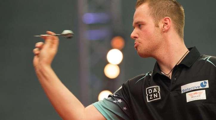 Der deutsche Dartspieler Max Hopp tritt als erster deutscher Dartspieler in der Darts-Premier-League an.