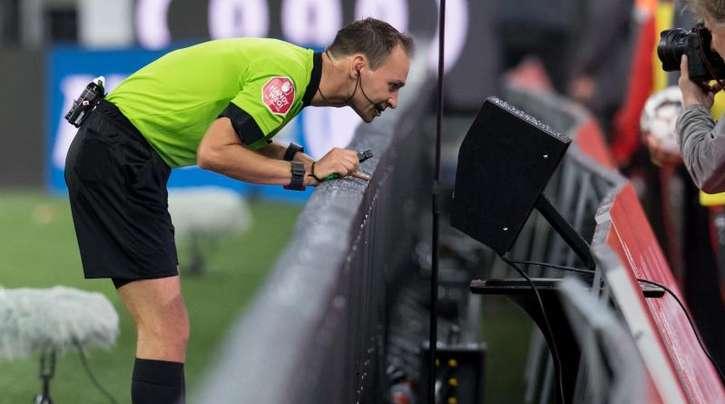 Die Clubs der 2. Bundesliga entscheiden auf einer Sitzung, ob der Videobeweis zur neuen Saison eingeführt werden soll.