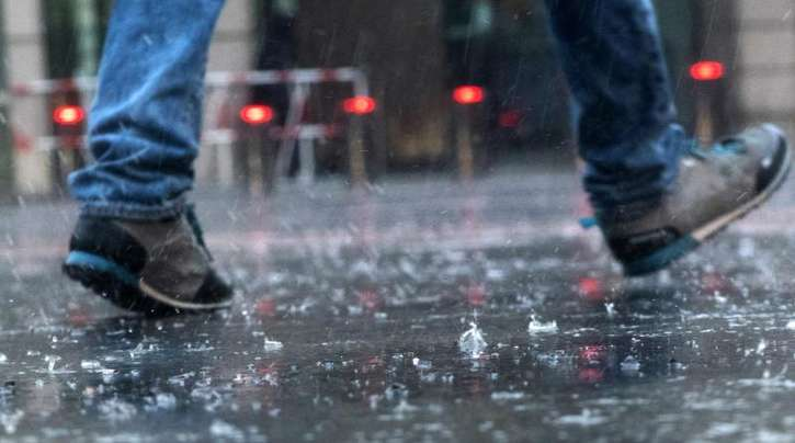 Gewitter und heftige Regenfälle Einsatzkräfte vielerorts in Deutschland in Alarmbereitschaft versetzt.